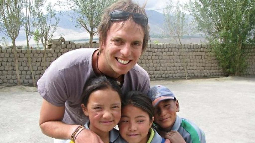 Hugh with Indian schoolchildren
